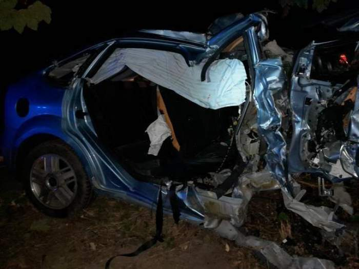 Un copil din Suceava a murit după ce autoturismul condus de un șofer de 18 ani a intrat în copac / FOTO