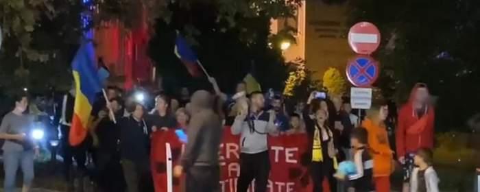 """Zeci de proteste în marile oraşe din România. Oamenii, revoltați împotriva măsurilor impuse de autorități: """"Nu vă fie frică"""""""