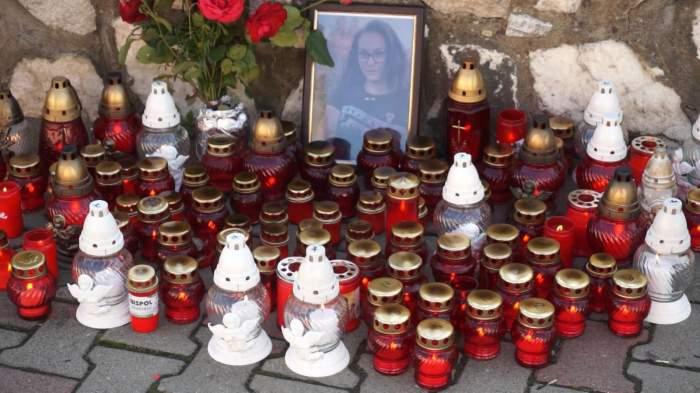 """Tatăl adolescentei care a fost găsită moartă într-o râpă, la Telciu, s-a întors din Austria pentru a-și înmormânta copilul: """"Era o fetiță veselă, respectuoasă"""""""