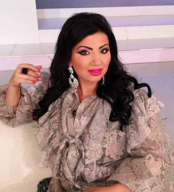 Adriana Bahmuțeanu, machiată și în bluză transparentă la TV