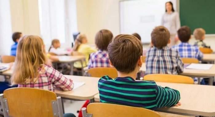Bursele acordate elevilor vor crește din semestrul II. Câți bani vor primi copiii din învățământul preuniversitar