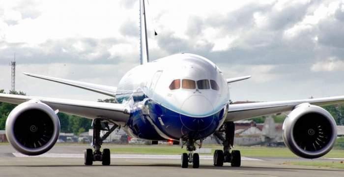 Avion oprit la sol, în Suceava, din cauza răzbunării unui pasager fără certificat verde. De ce a sunat bărbatul la 112