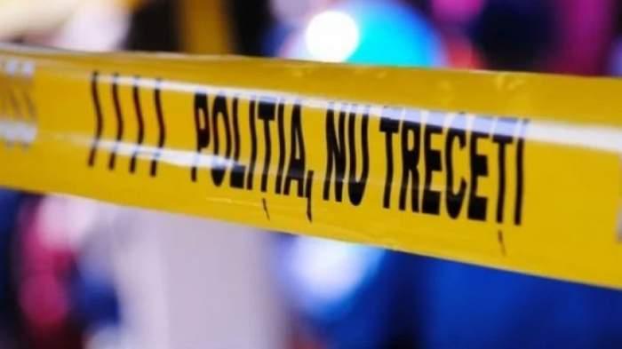 Un bărbat a fost găsit mort, lângă un tomberon, în Ploiești. Oamenii legii iau în calcul varianta unei crime