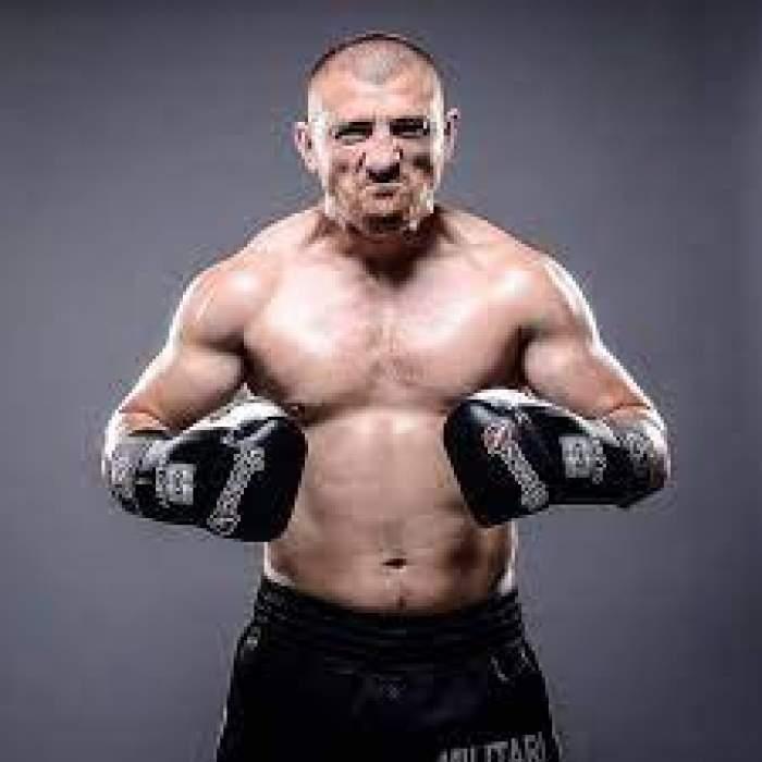 Cătălin Moroșanu, cu mănuși de box în mâini