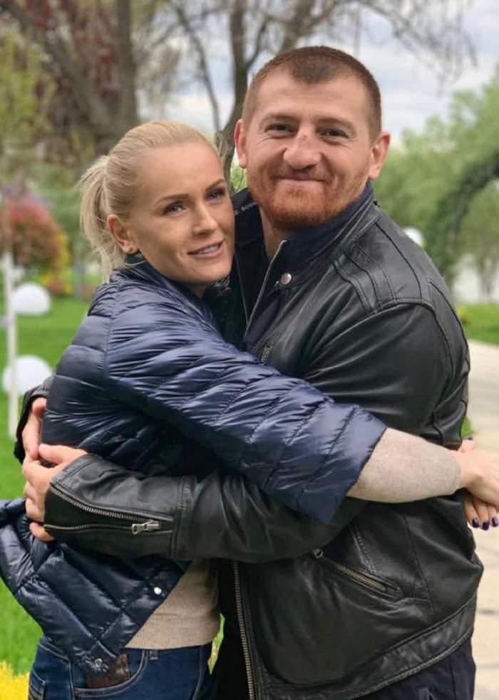 Cătălin Moroșanu și soția îmbrățișați