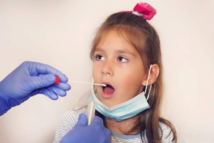 """Sorin Cîmpeanu, despre folosirea testelor de salivă în şcoli: """"Nu cred că pentru această măsură de screening e nevoie de acord"""""""