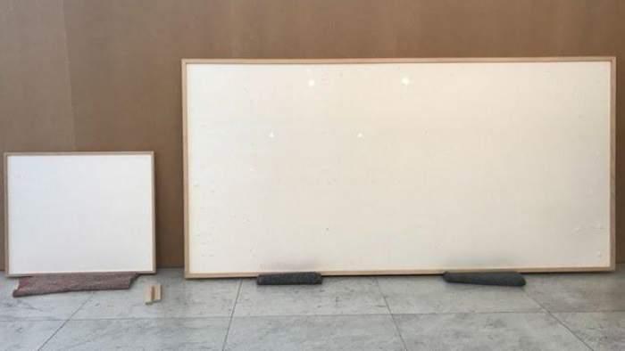 Un artist din Danemarca a primit de la muzeu 72.000 de euro pentru două rame goale: ''Opera artistică este că le-am luat banii''