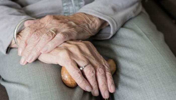 Ministerul Muncii vrea să schimbe legea asistenței sociale privind bătrănii. Ce se va întâmpla cu cei vârstnici