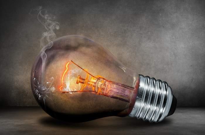 Cum să faci economie de curent electric. Cinci idei pentru cei care primesc facturi mari