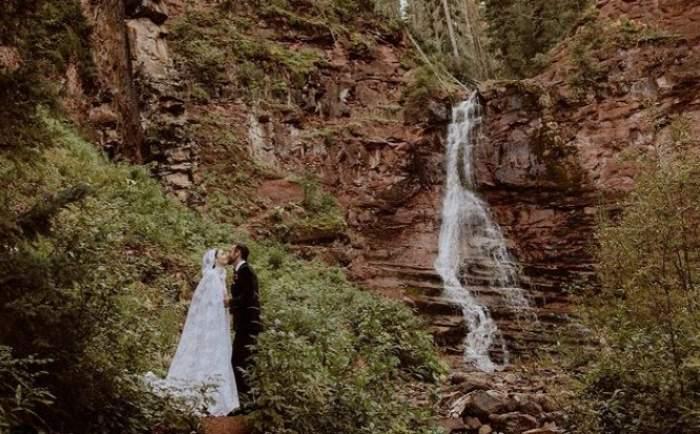 Lily Collins s-a căsătorit! Actrița din Emily in Paris a avut parte de o nuntă ca în basme / FOTO