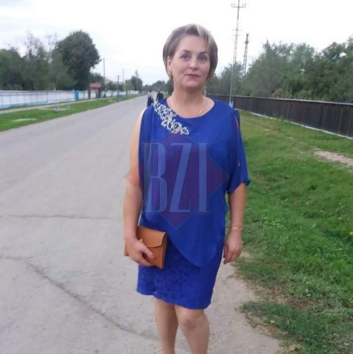 Femeia decedată, în rochie albastră