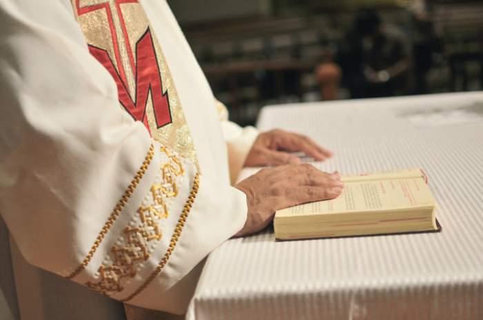 Un tânăr din Galați a pretins că este preot mai bine de un an de zile. A strâns peste 11.000 de lei din donații