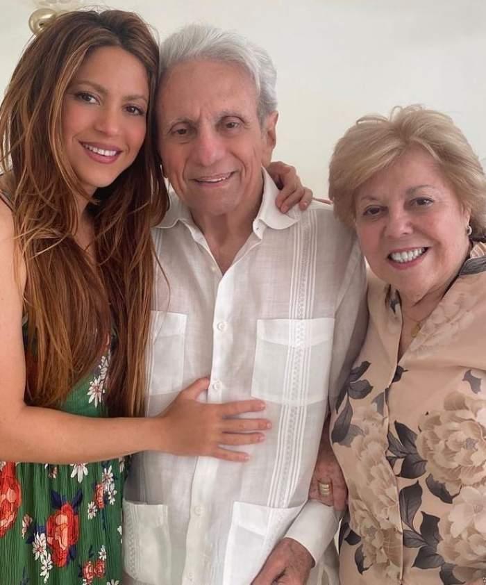 Shakira, apariție rară alături de părinții ei. Tatăl vedetei a împlinit recent 90 de ani / FOTO