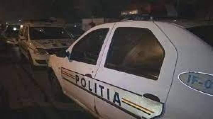 Mai multe mașini de poliție parcate