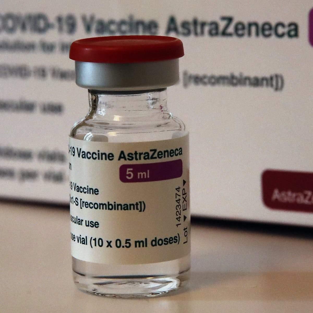 O sticlă de vaccin AstraZeneca