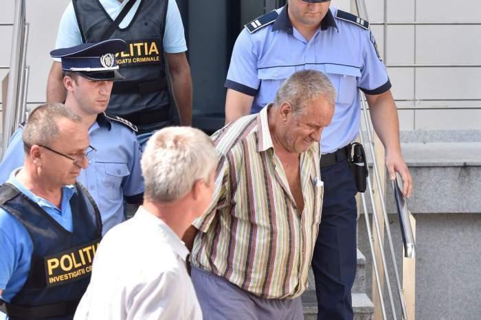 Gheorghe Dincă, escortat de polițiști din tribunal