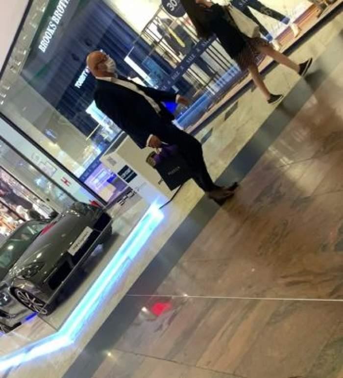 Raed Arafat, merge abătut prin mall