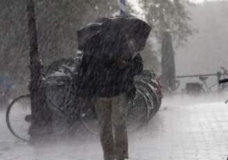 ANM prelungește din nou codul portocaliu de ploi. Vremea rea face prăpăd în 34 de județe din țară